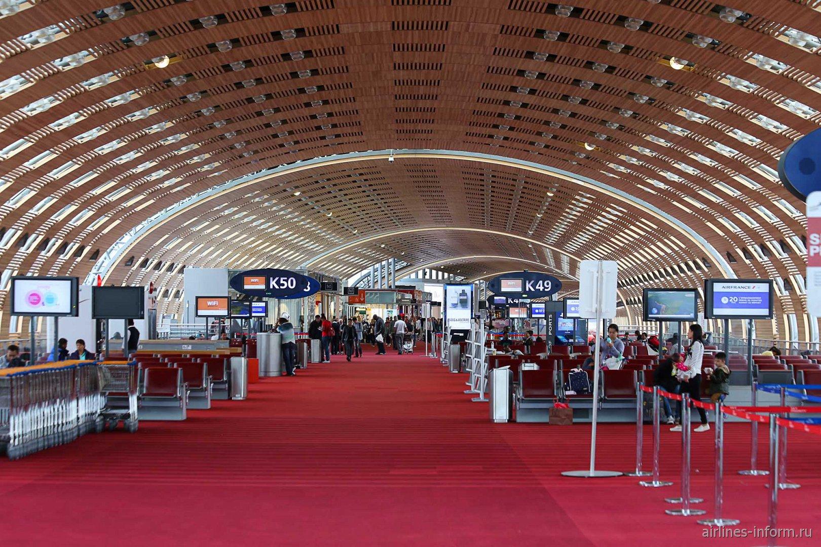 В терминале 2Е аэропорта Париж Шарль-де-Голль