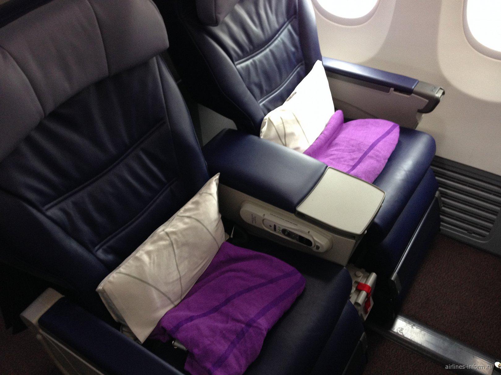 Кресла бизнес-класса в самолете Боинг-737-800 авиакомпании Malaysia Airlines