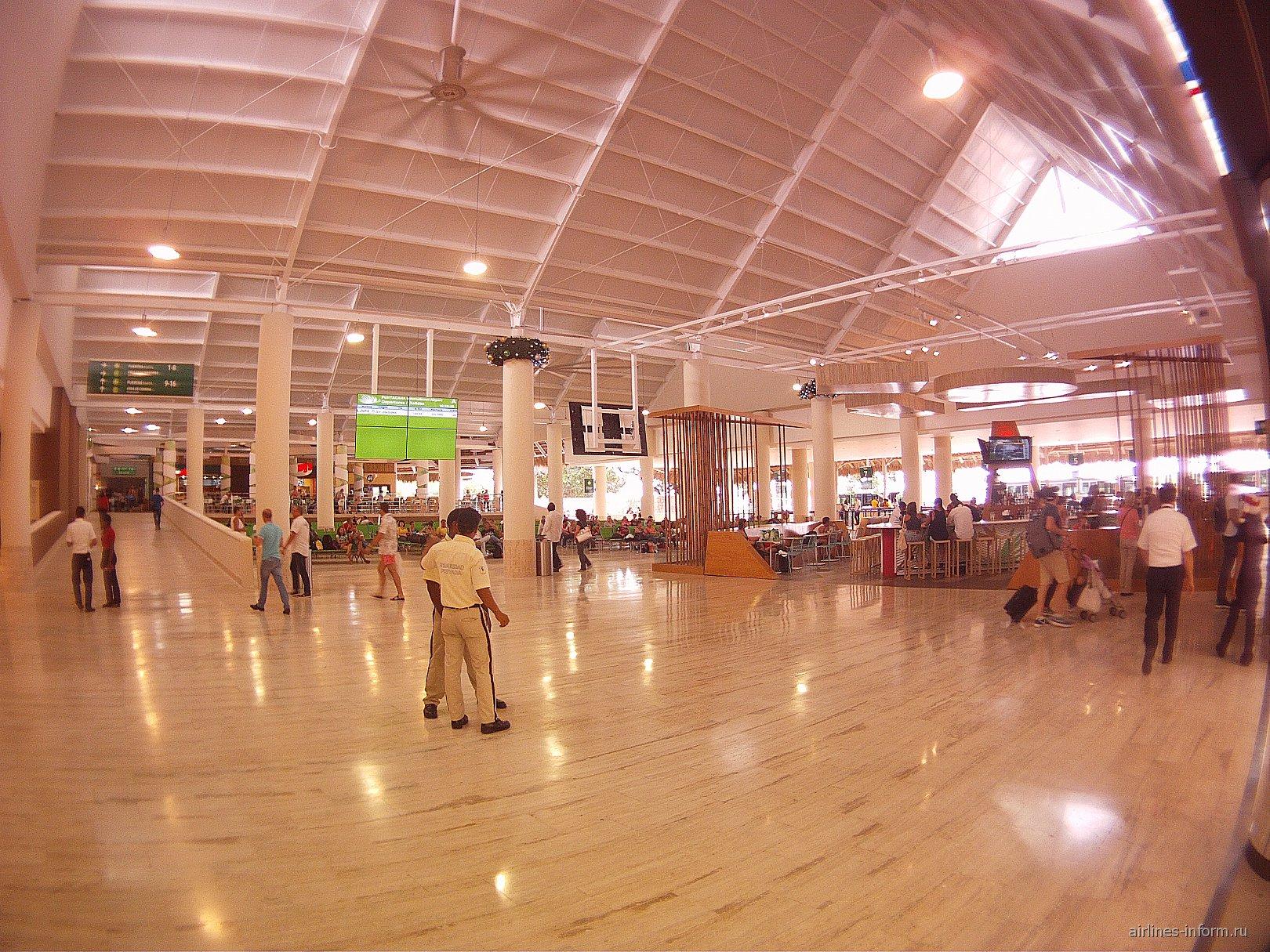 В чистой зоне аэропорта Пунта-Кана
