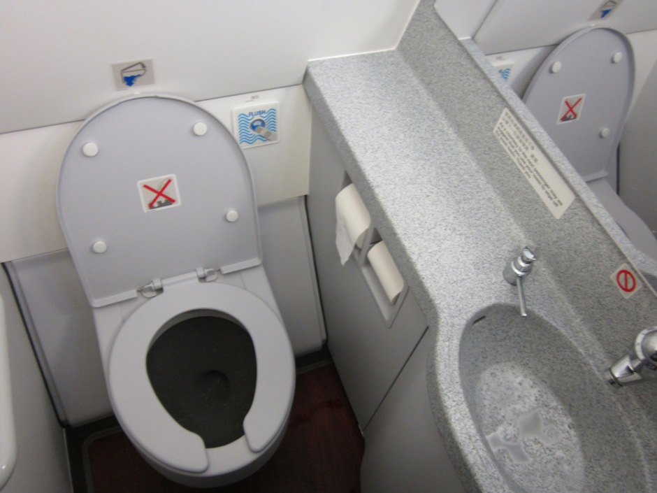 Lavatory in Airbus A320 of Hong Kong Airlines