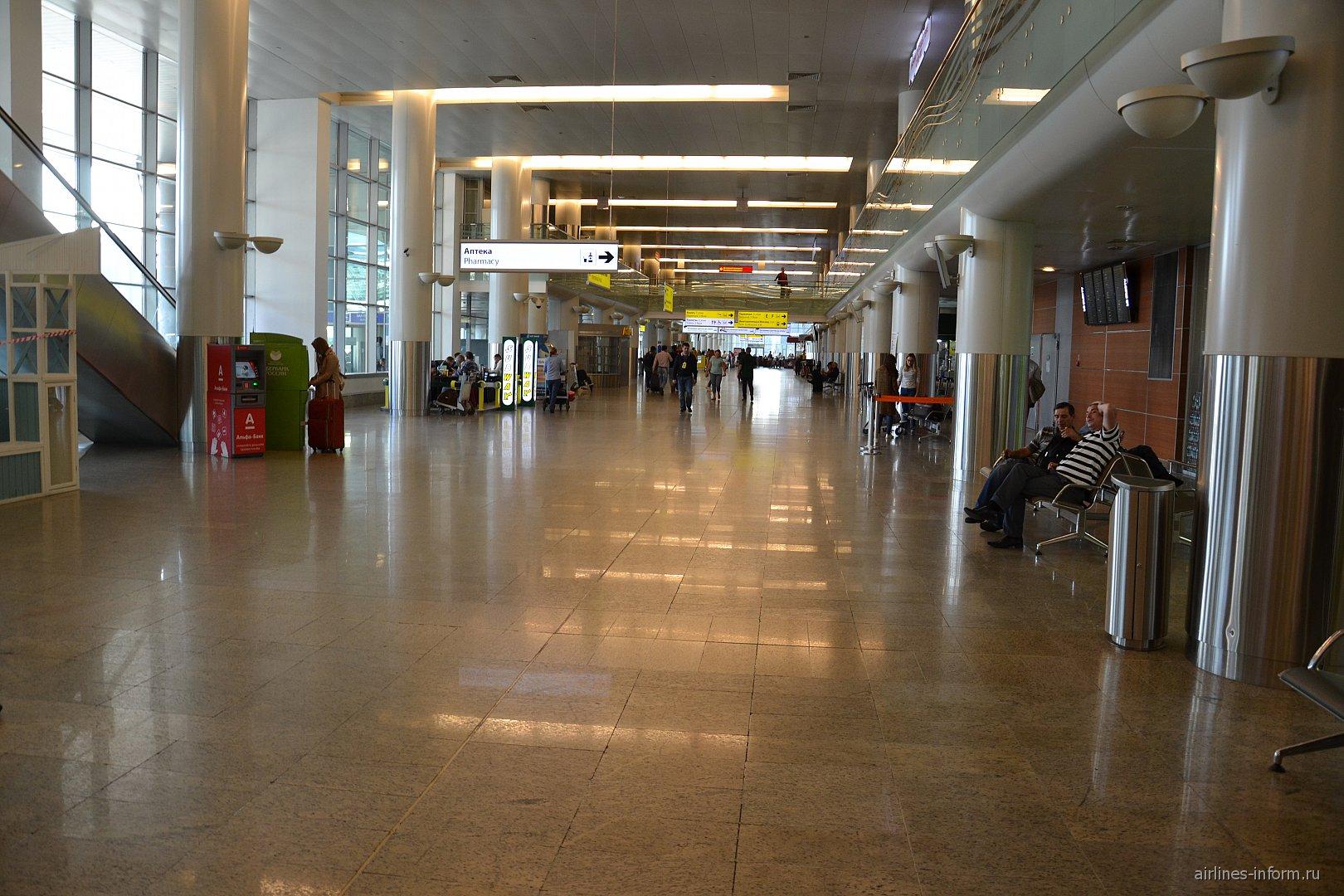 Зал прилета в терминале D аэропорта Шереметьево