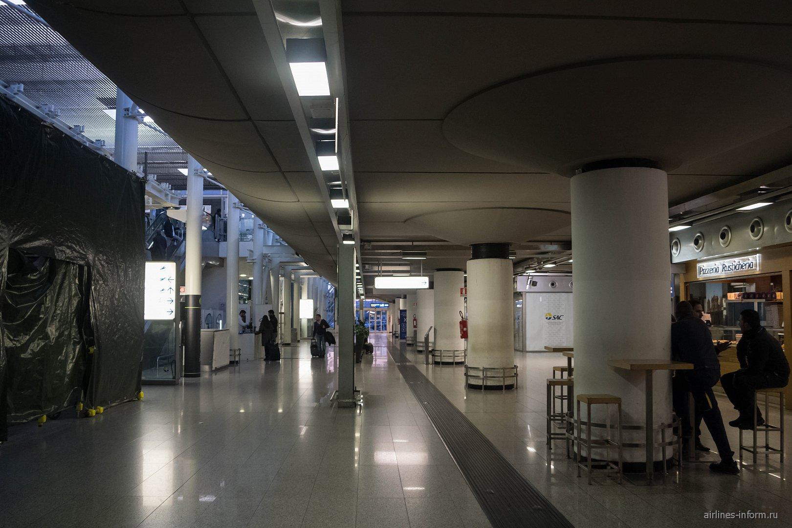 Зал прилета в аэропорту Катания Фонтанаросса