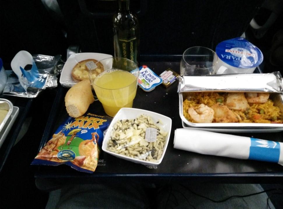 Ужин на рейсе Пуэнт-а-Питр - Париж авиакомпании Air Caraibes