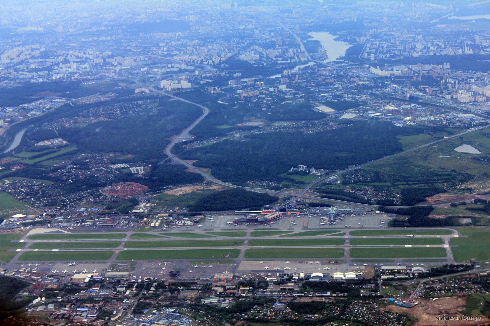 Вид из самолета на аэропорт Москва Шереметьево
