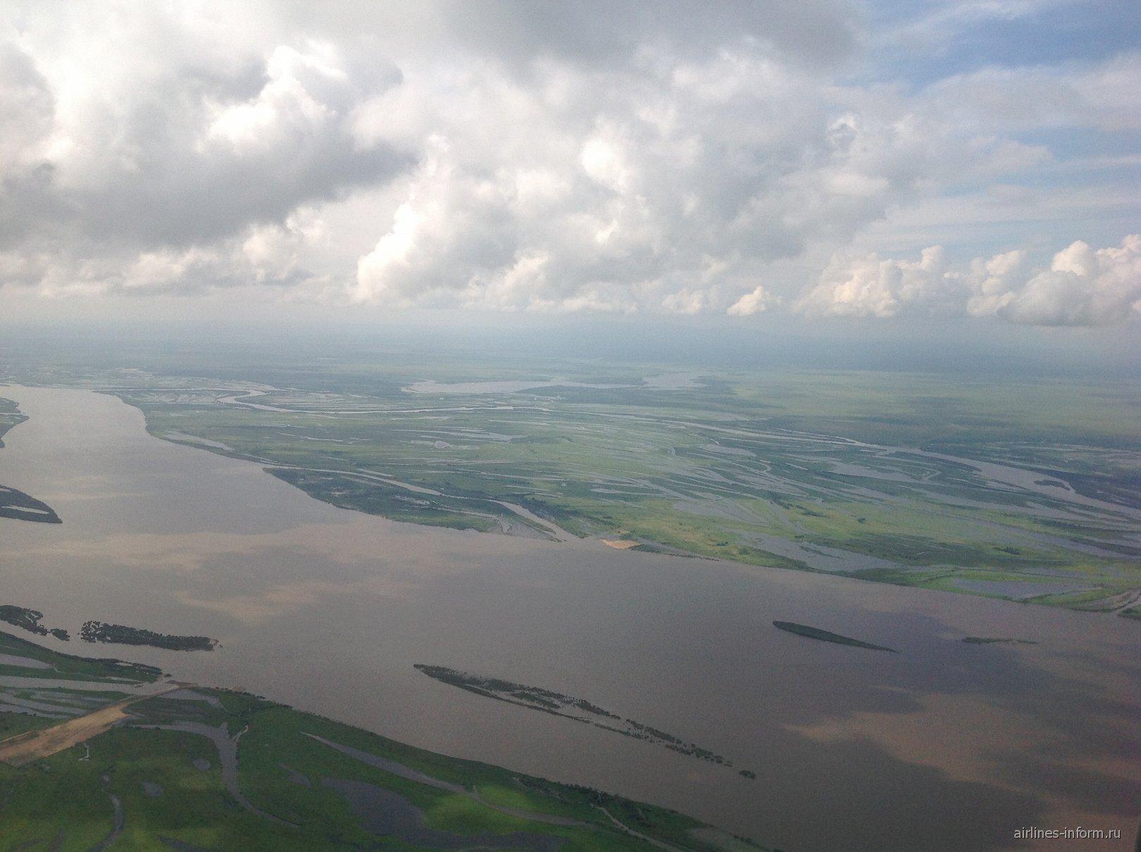 Вид на реку Амур при подлете к Хабаровску