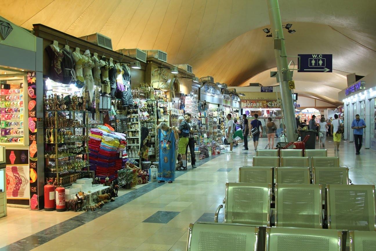 Магазины сувениров в аэропорту Хургада