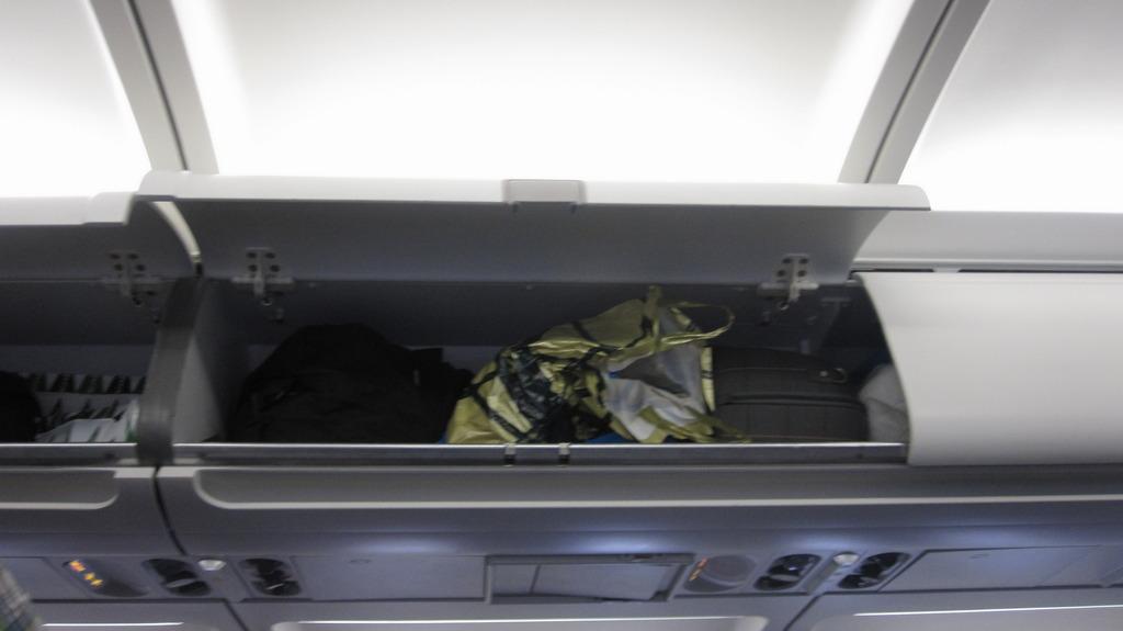 Салон самолета Airbus A319 авиакомпании TAP Portugal