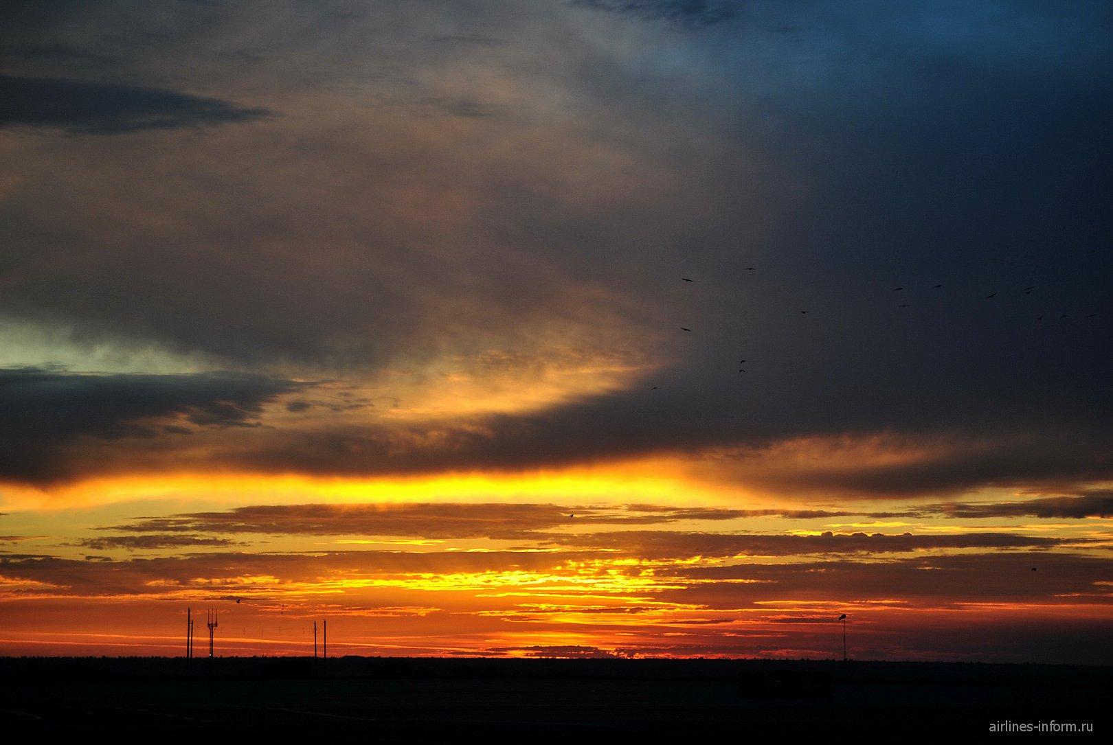Закат в аэропорту Симферополь