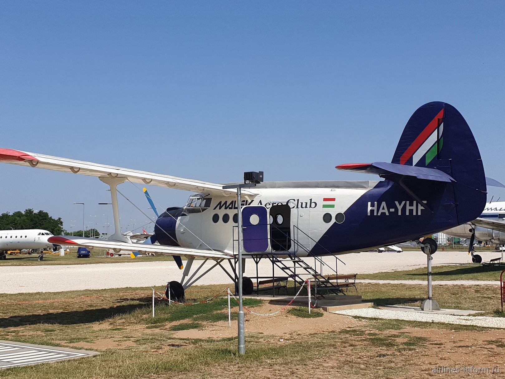 Самолет Ан-2 в авиационном музее в аэропорту Будапешта