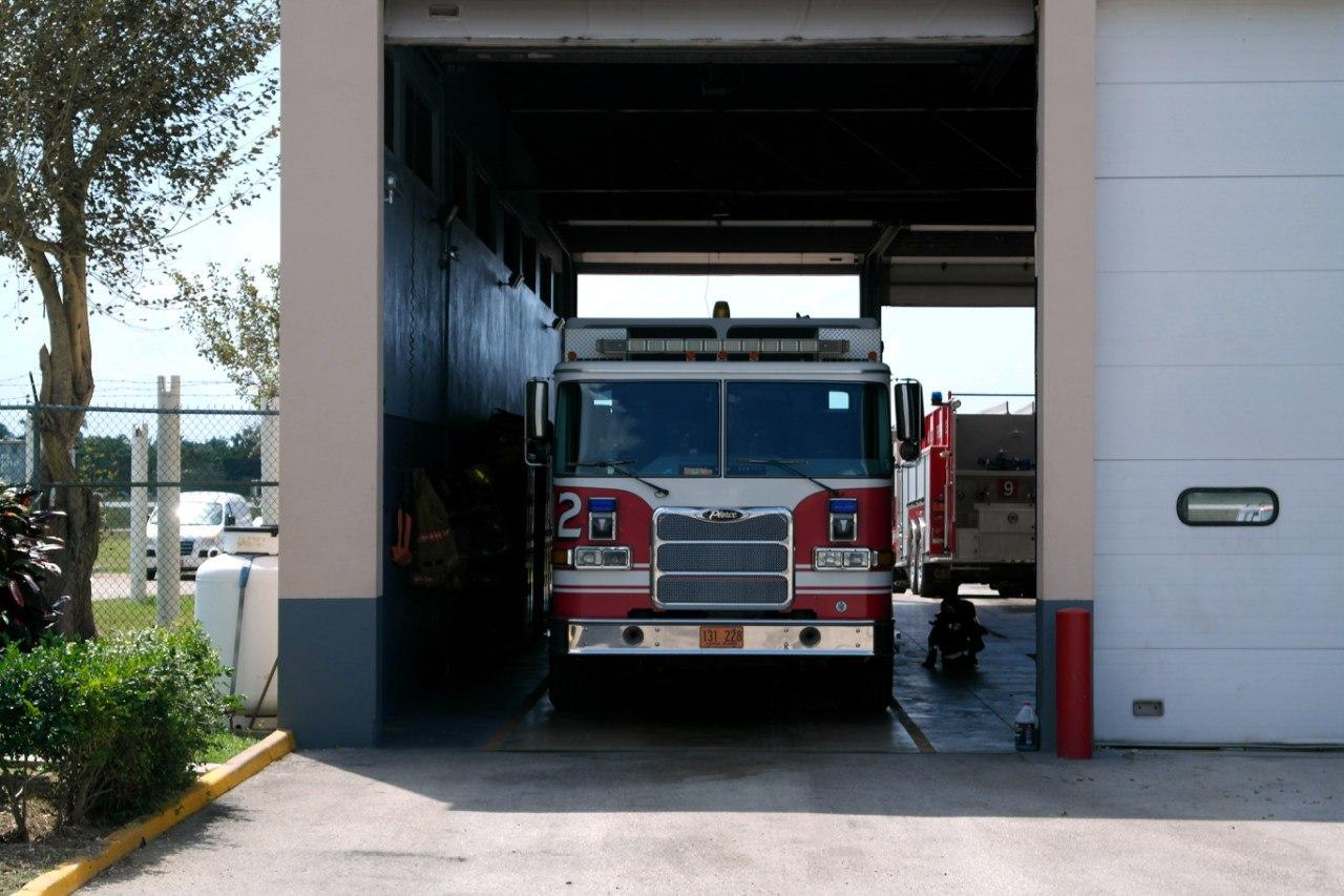 Пожарная техника в аэропорту Джорджтаун на Каймановых островах