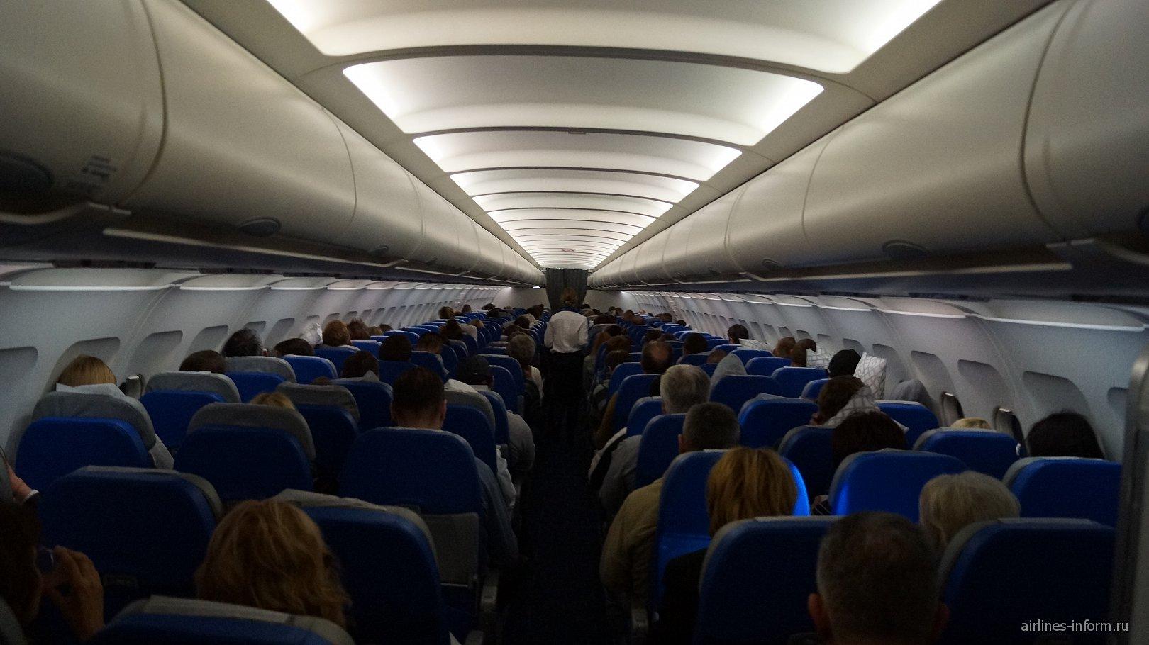 Салон самолета Airbus A320 авиакомпании Air Serbia