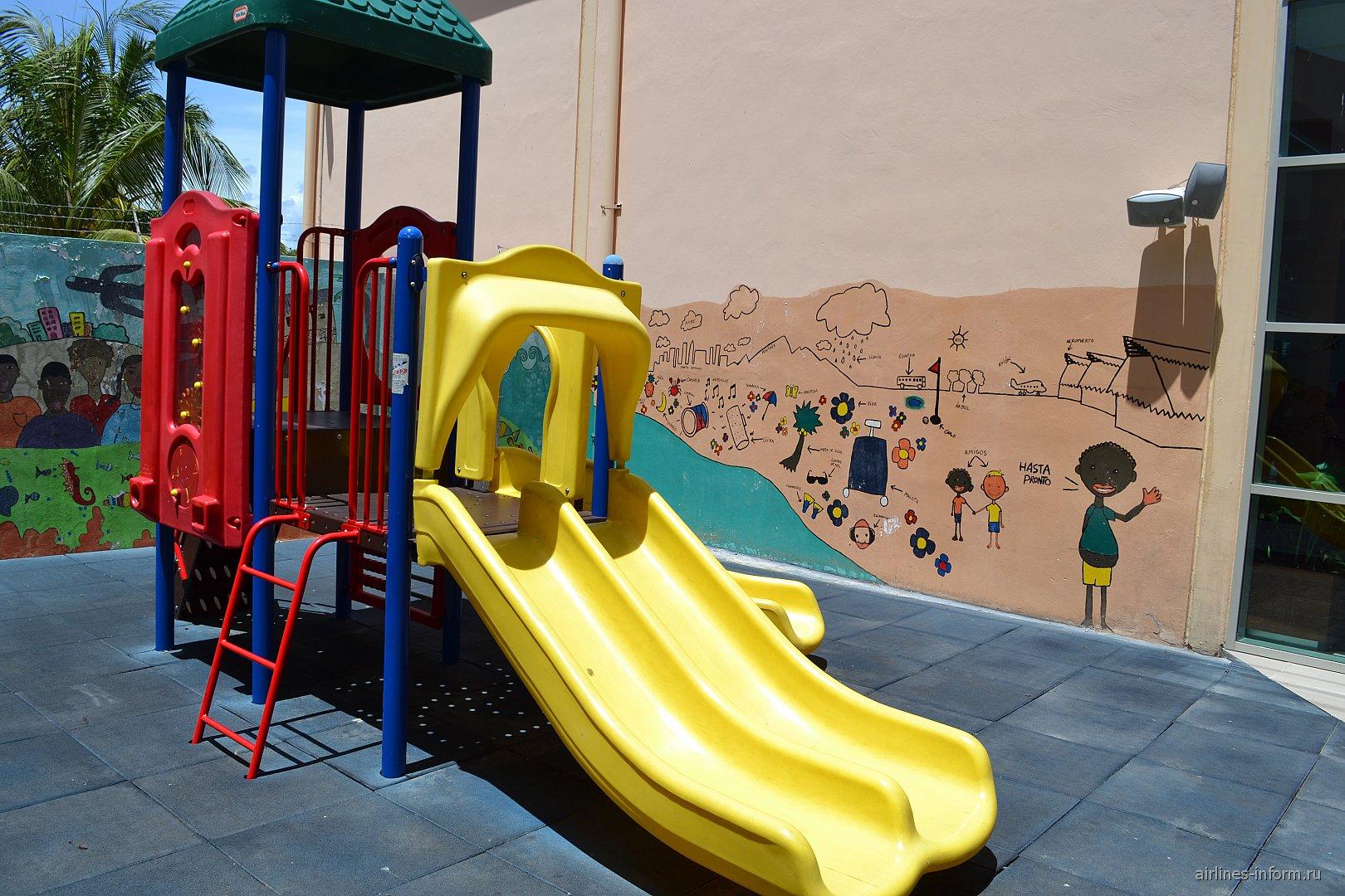Детская площадка в аэропорту Пунта-Кана