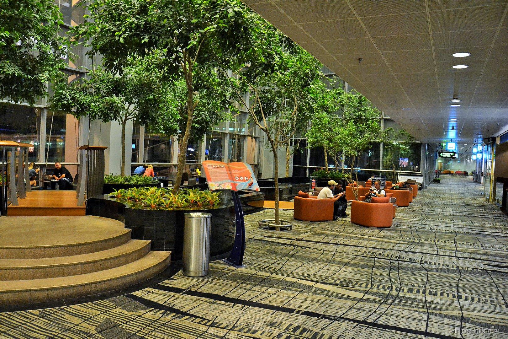 Зал ожидания в терминале 3 аэропорта Сингапур Чанги