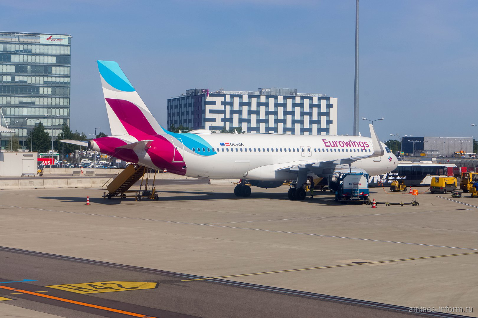 Airbus A320 OE-IQA авиакомпании Eurowings Europe в аэропорту Вены