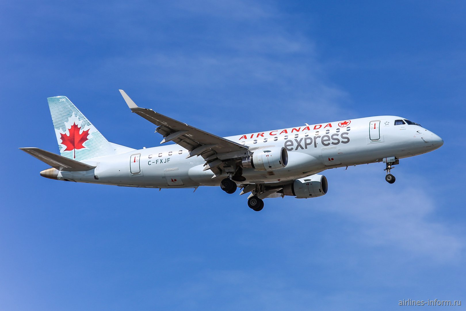 Самолет Embraer 175LR Air Canada Express
