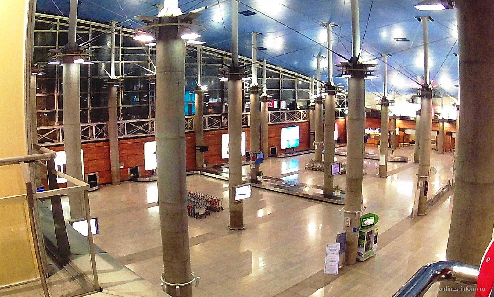 Зал выдачи багажа в аэропорту Тегеран Имам Хомейни