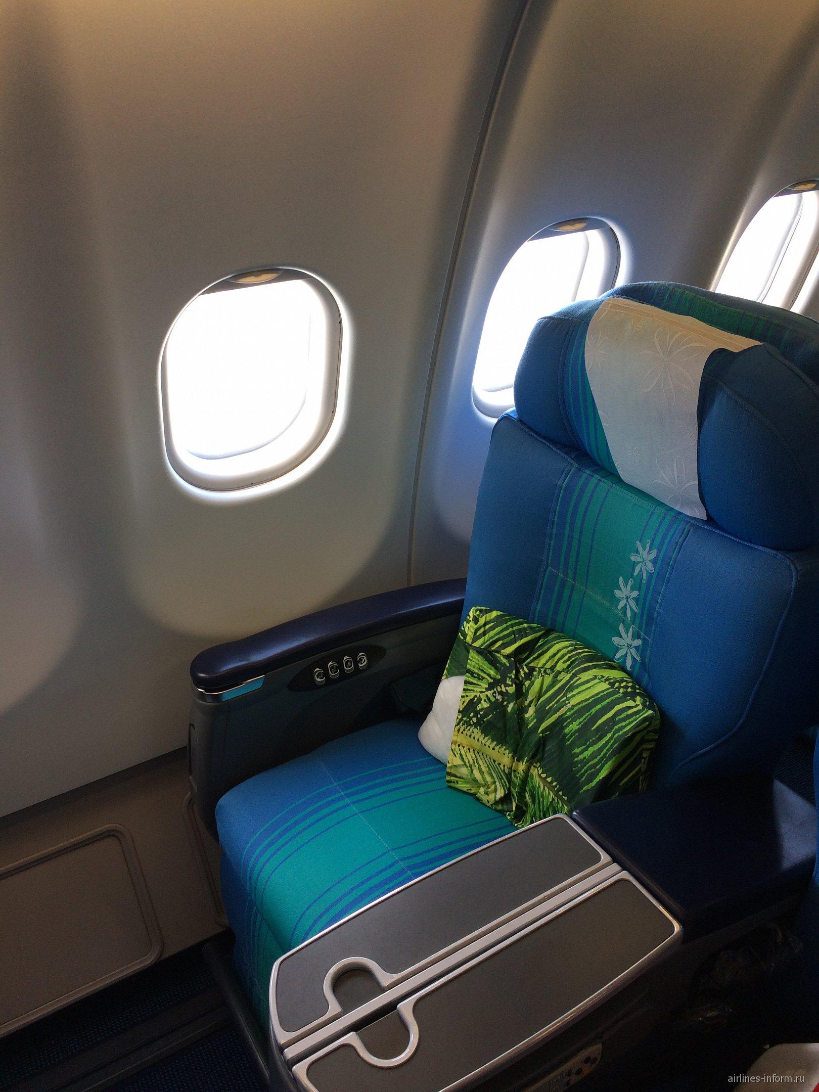Пассажирское кресла бизнес-класса в самолете Airbus A340-300 авиакомпании Air Tahiti Nui