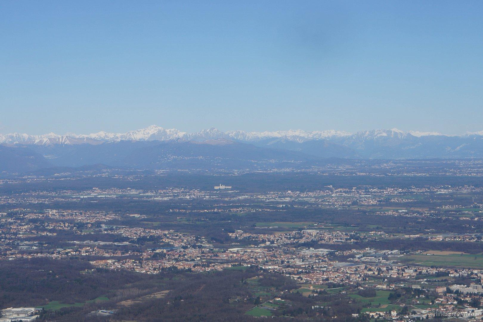 Вид на Альпы и север Италии после взлета из аэропорта Милан Мальпенса