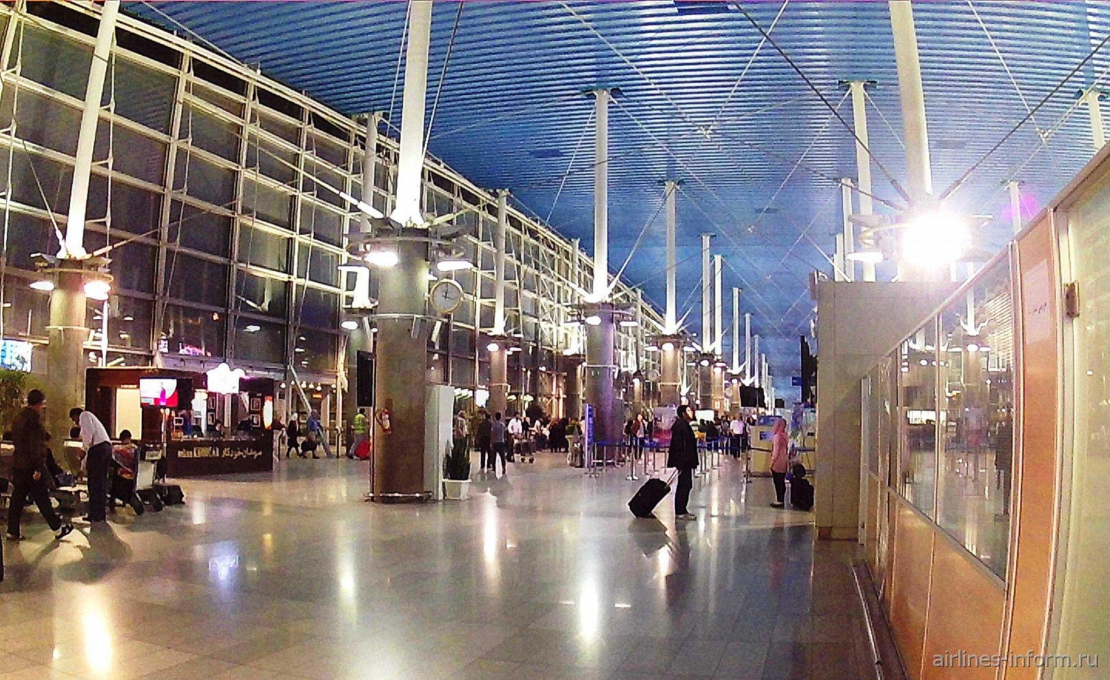 В пассажирском терминале аэропорта Тегеран Имам Хомейни
