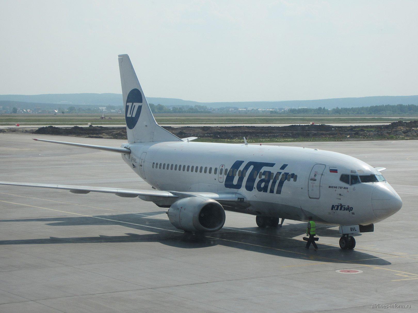 Боинг-737-500 авиакомпании ЮТэйр в аэропорту Кольцово