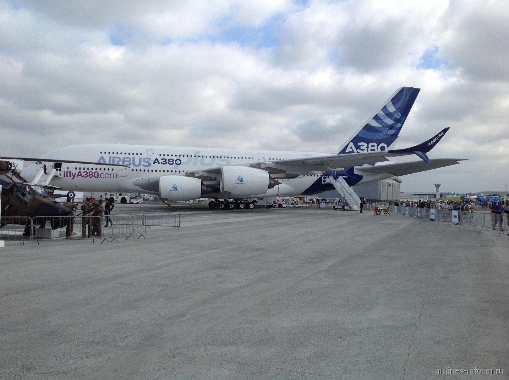 Самолет Airbus A380plus на авиасалоне в Ле-Бурже