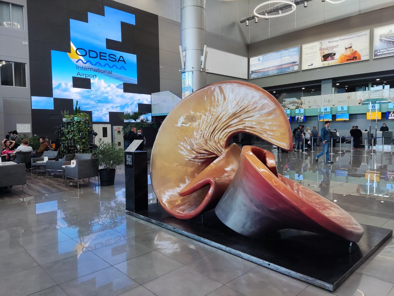 В зоне вылетов нового пассажирского терминала аэропорта Одесса