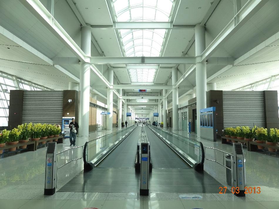 Переходы к гейтам на посадку в аэропорту Сеул Инчхон