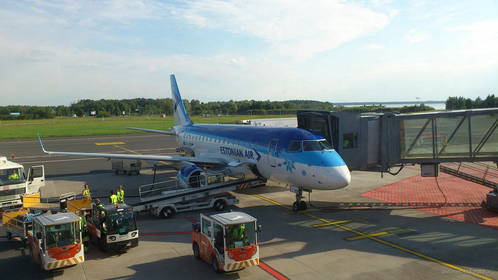 Самолет Embraer 170 авиакомпании Estonian Air