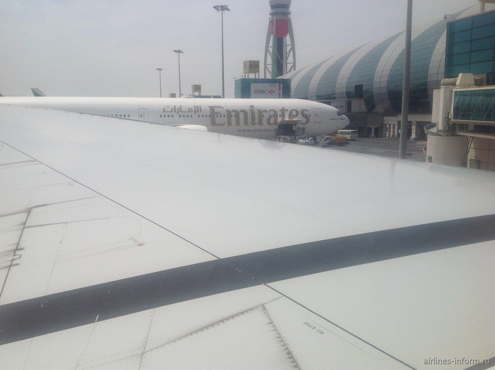Под крыльями Евразии. Часть 7 - в Стамбул с Эмирейтс:  Дубаи (DXB) - Стамбул Ататюрк (IST) на Boeing 777-300ER (77W), рейс ЕК 121