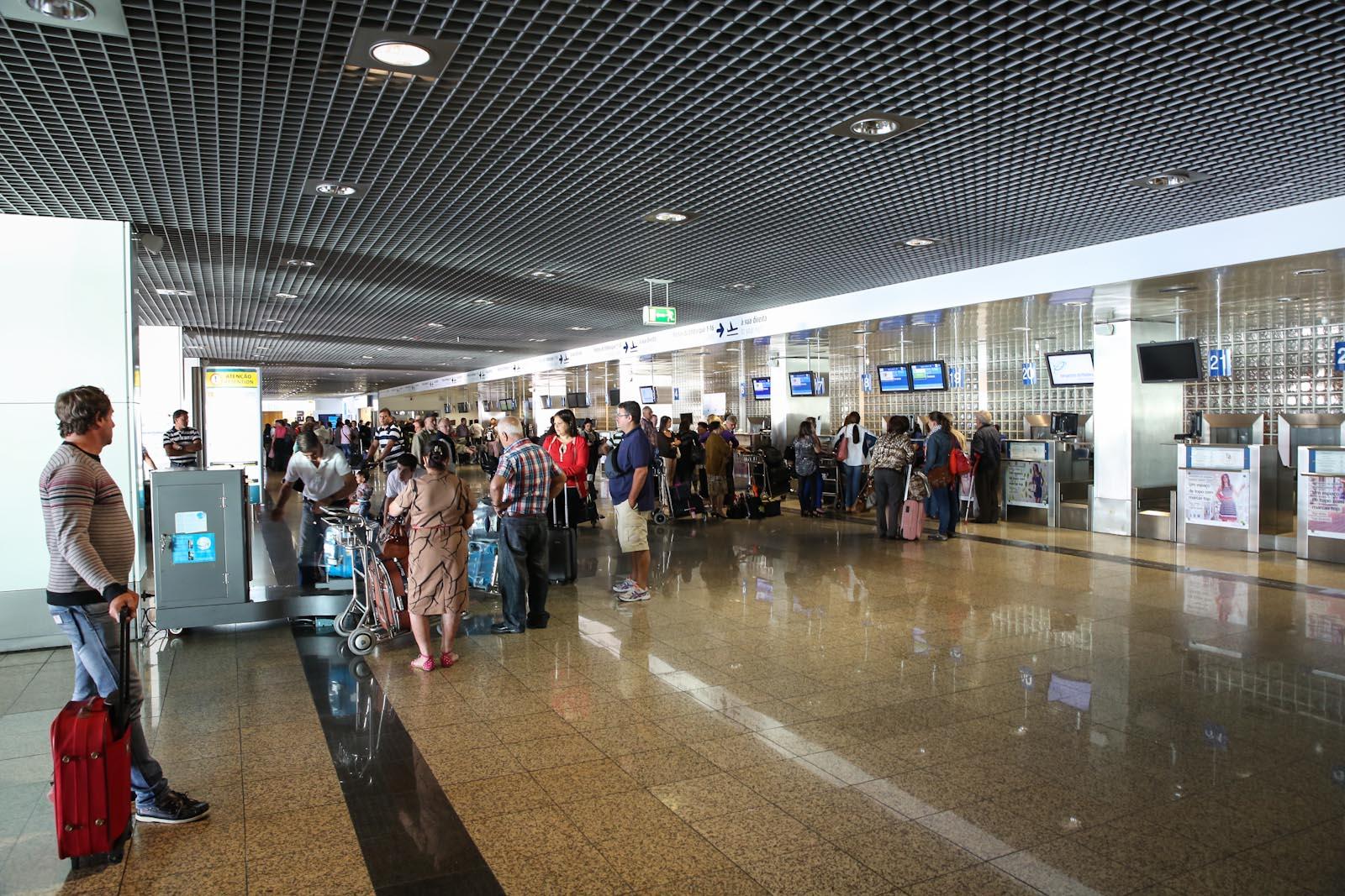 Зона регистрации на рейсы в аэропорту Фуншал на острове Мадейра