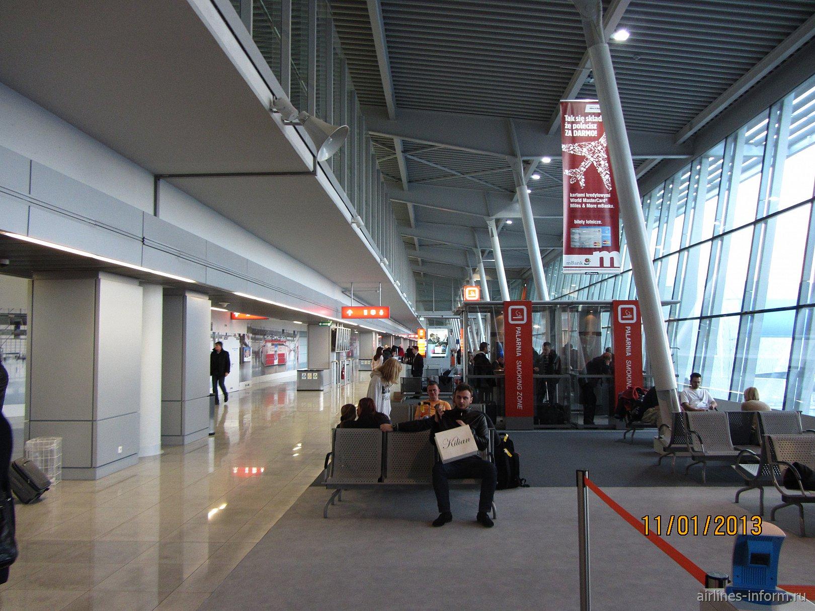 Залы ожидания в стерильной зоне аэропорта Варшавы