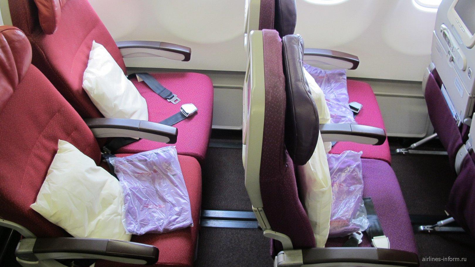 Пассажирские кресла эконом-класса в самолете Airbus A330-300 Malaysia Airlines