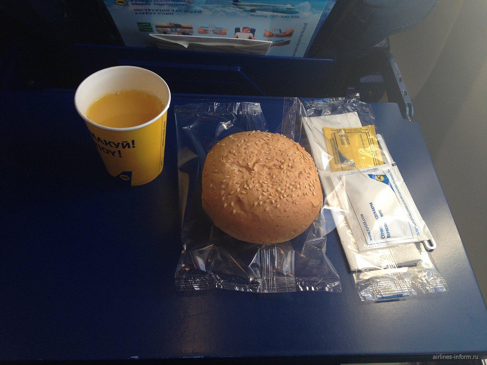 Питание на рейсе Киев-Москва Международных авиалиний Украины