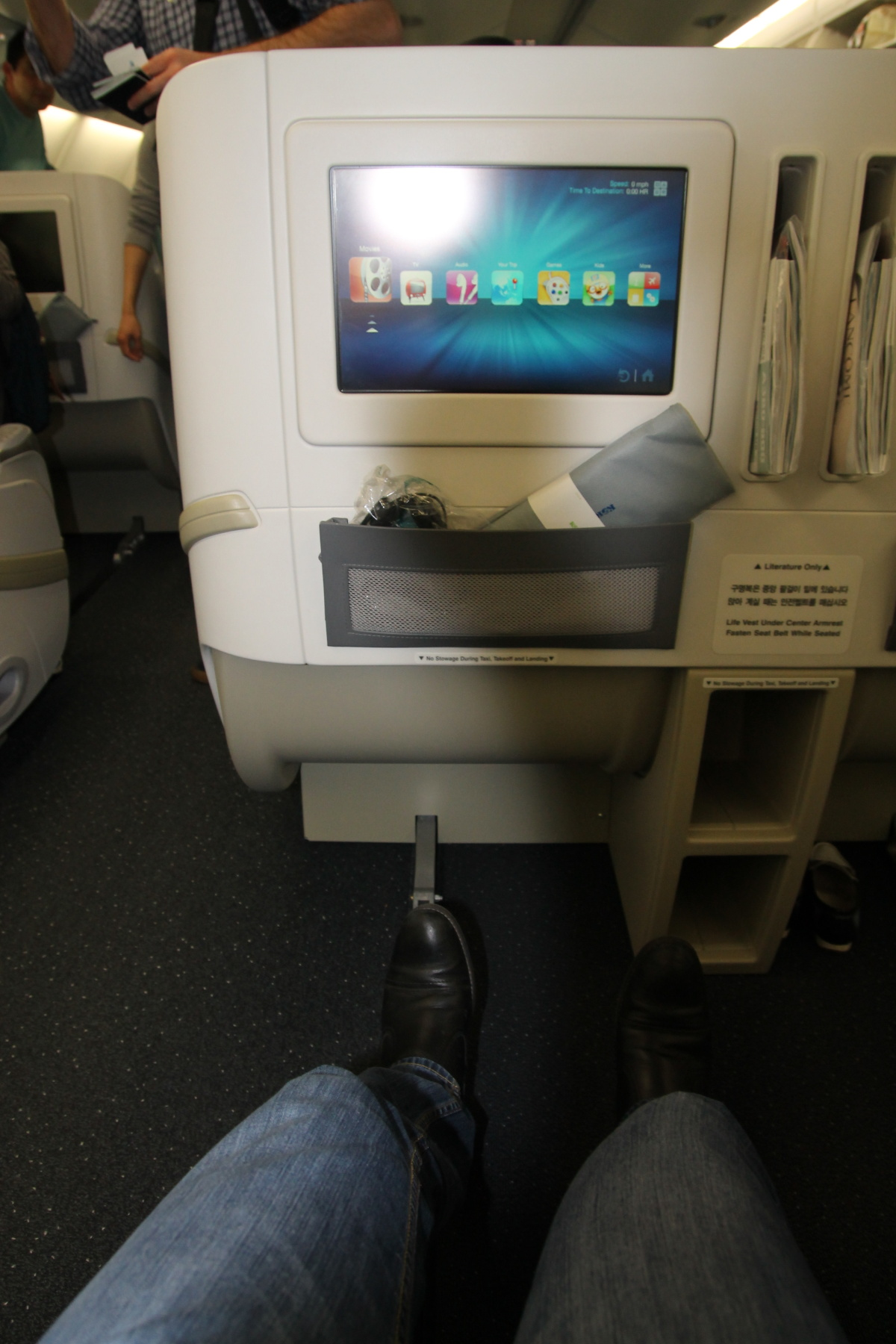 Салон бизнес-класса в самолета Airbus A380 авиакомпании Korean Air