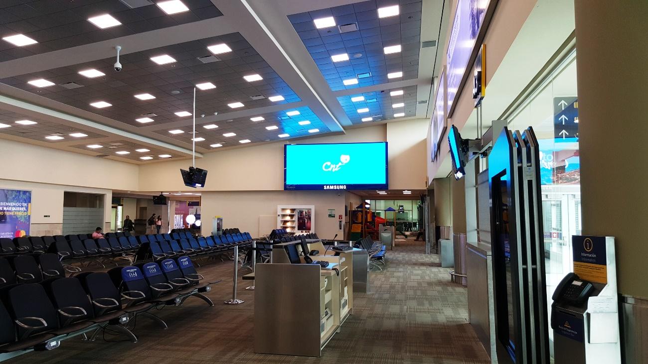 Накопитель в аэропорту Кито Марискаль Сукре