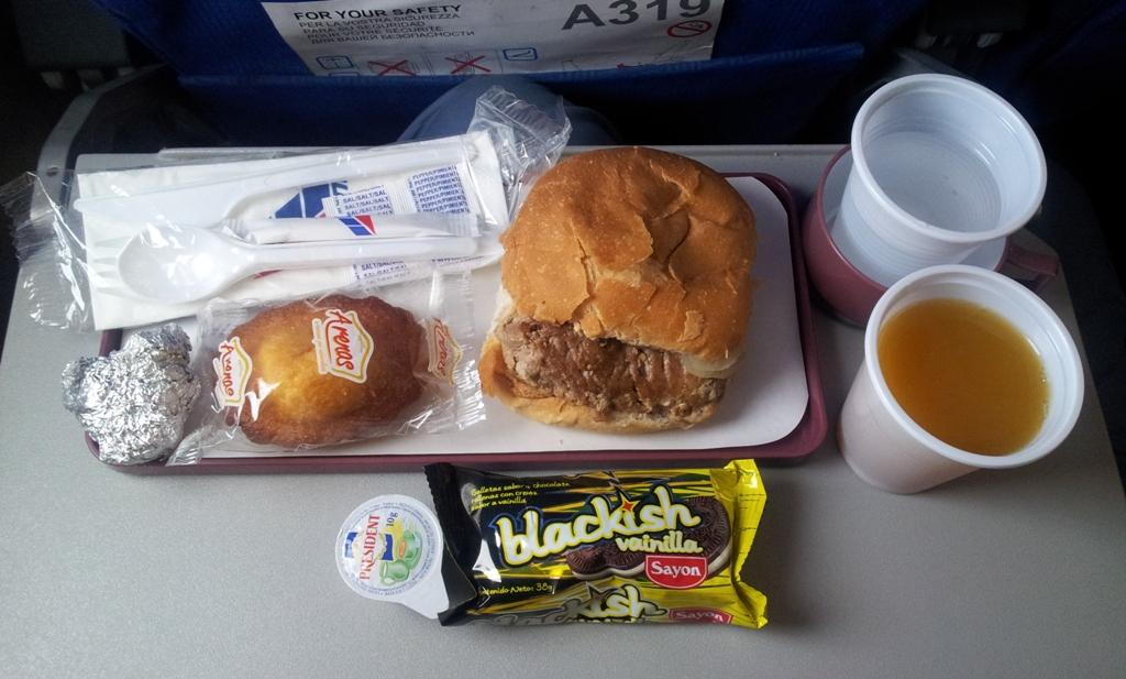 Питание на рейсе Мехико-Гавана авиакомпании Avion Express