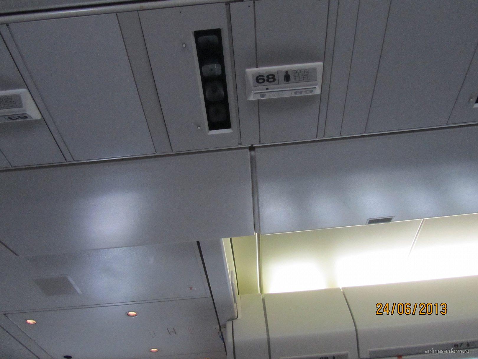 Салон самолета Боинг-747-400 авиакомпании Cathay Pacific