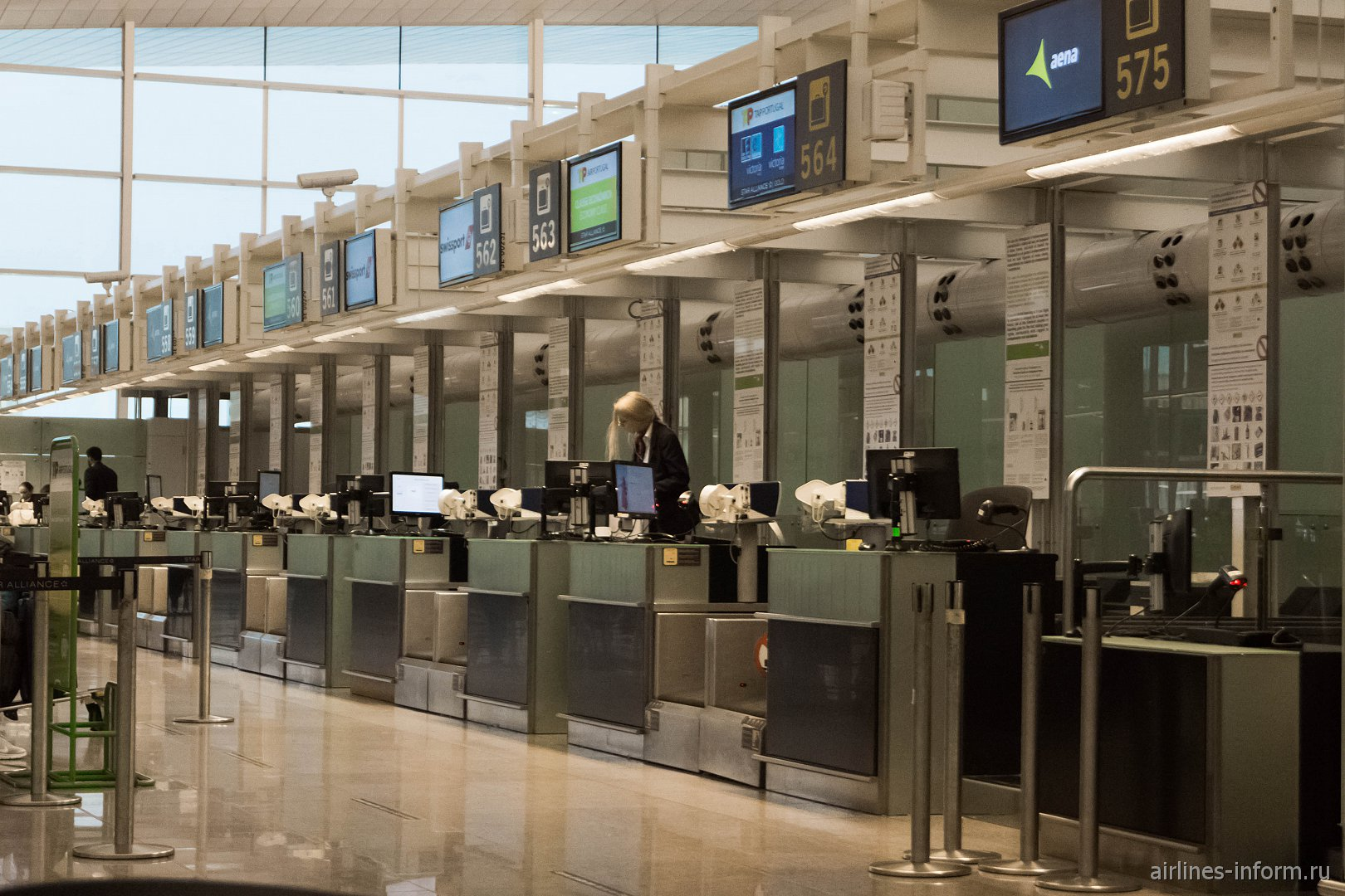 Стойки регистрации в терминале T1 аэропорта Барселоны