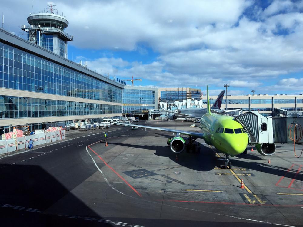 Аэровокзал аэропорта Домодедово со стороны перрона