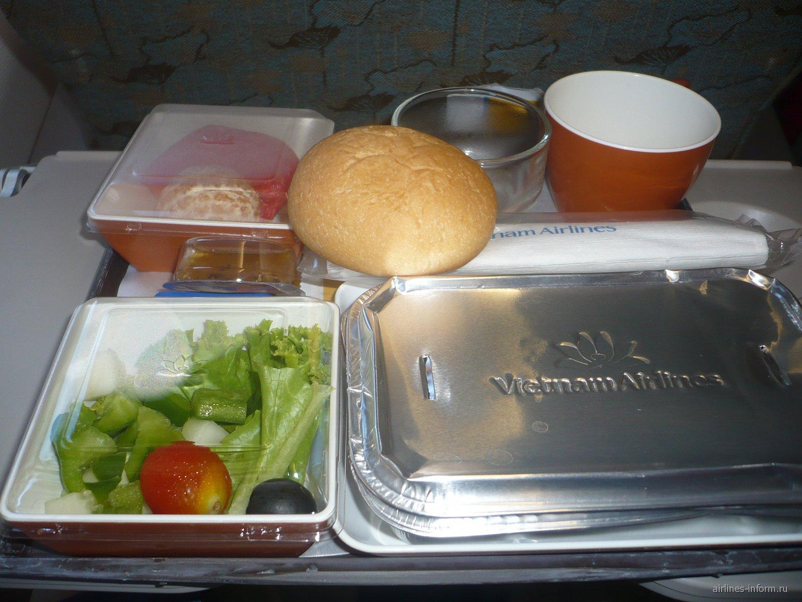 Питание на рейсе Ханой-Бангкок Вьетнамских авиалиний