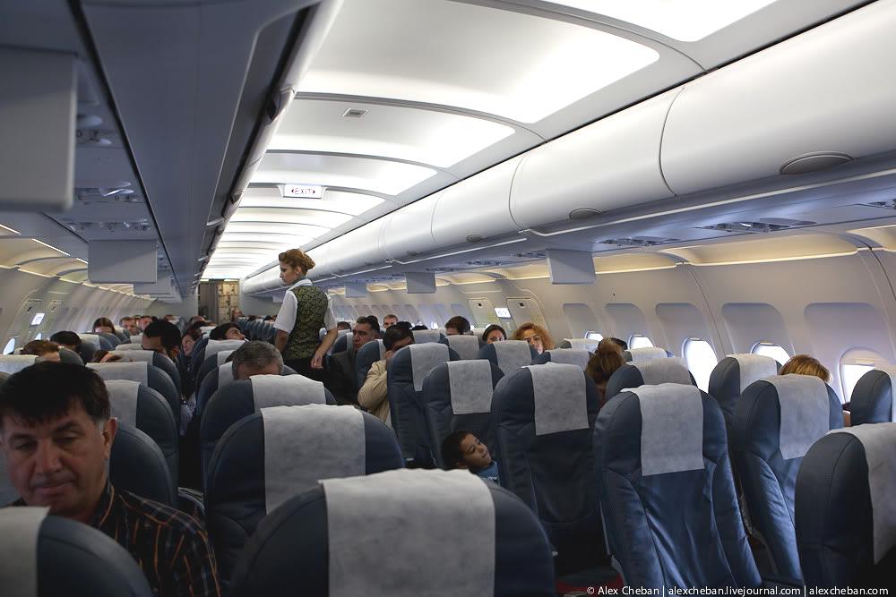 Салон самолета Airbus A320 Азербайджанских авиалиний