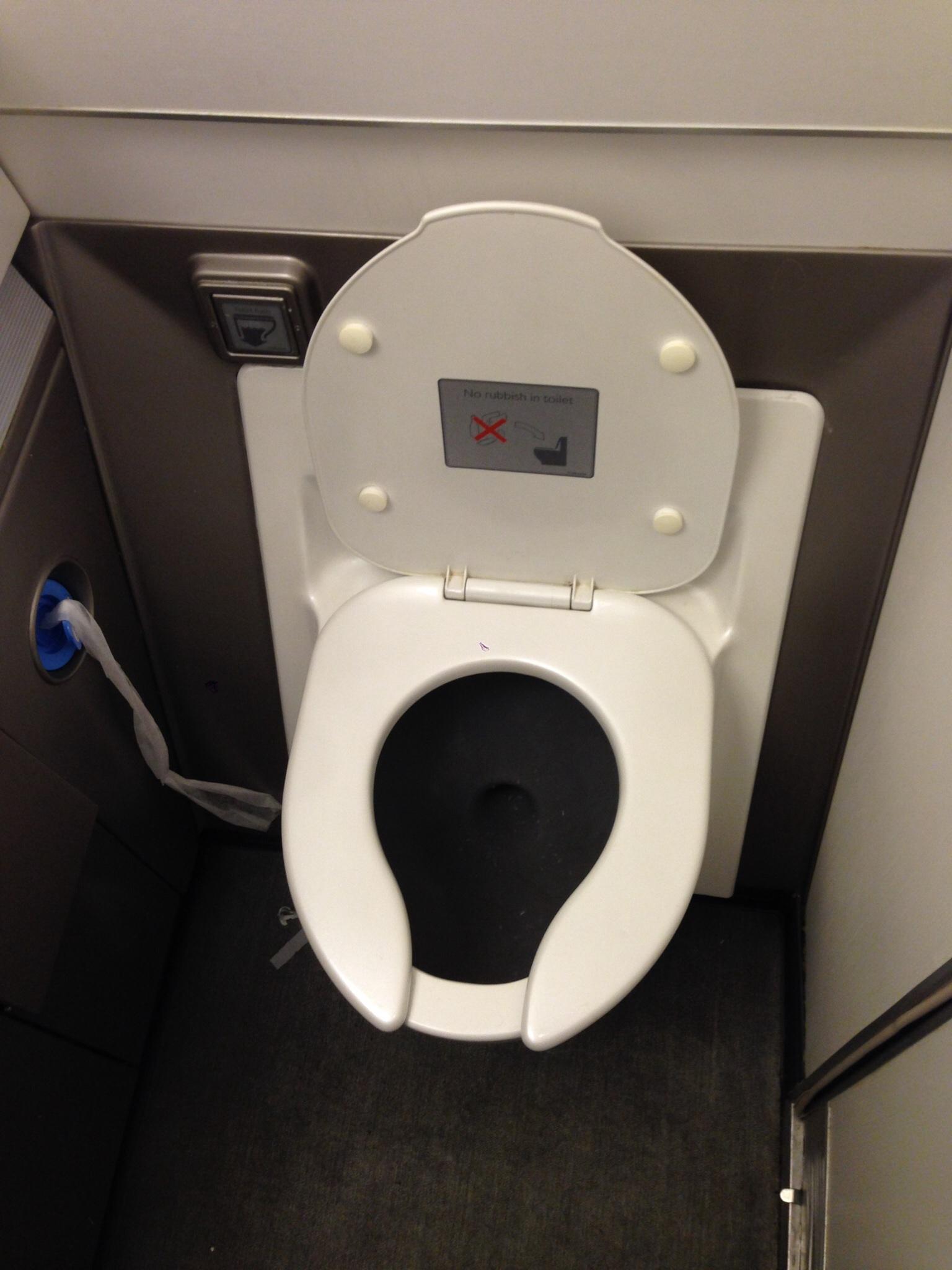 Туалет самолета Боинг-767-300 Британских авиалиний