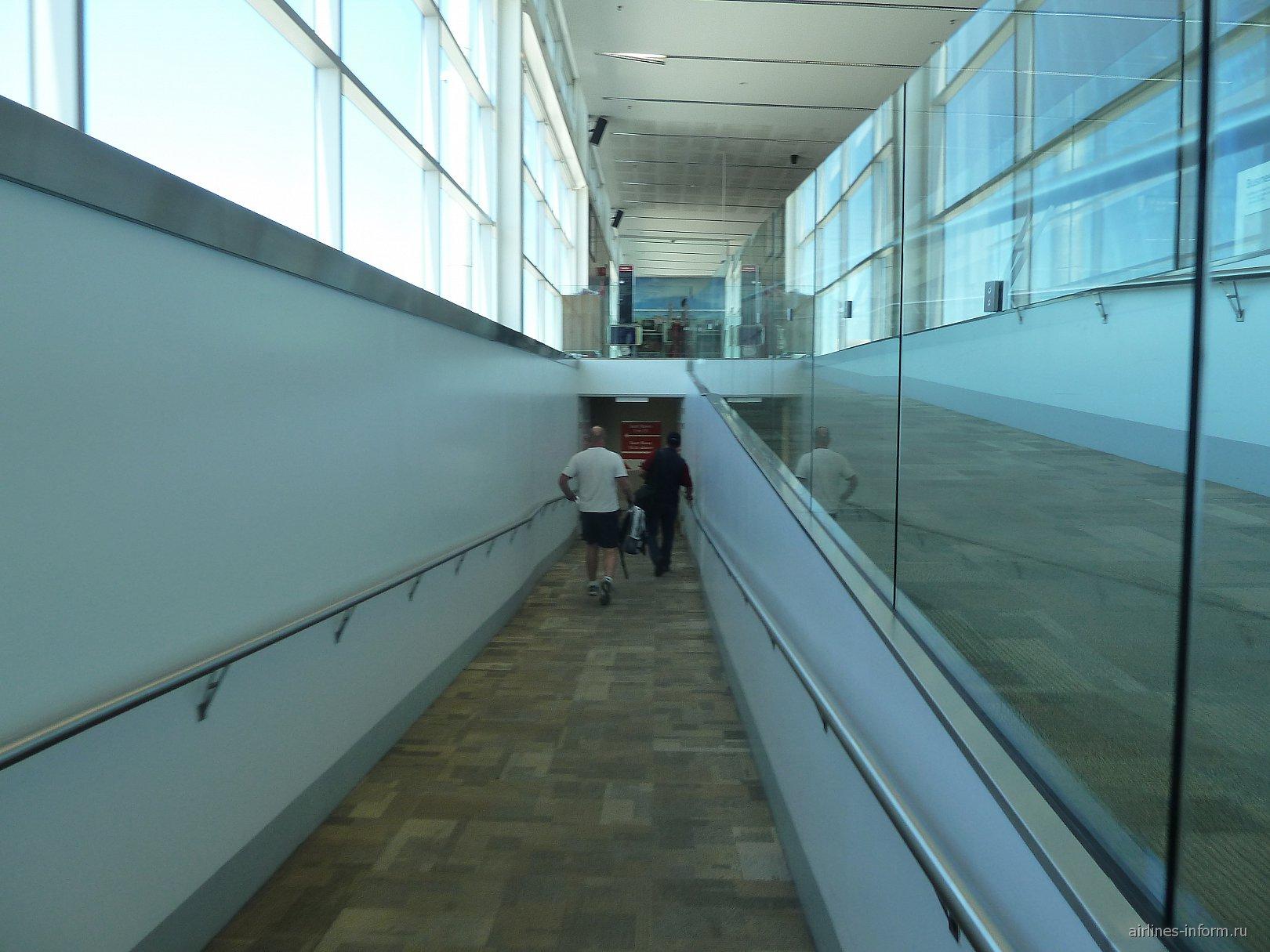 Посадка на рейс авиакомпании JetStar в аэропорту Аделаида