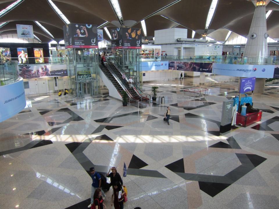 В аэровокзале аэропорта Куала-Лумпур