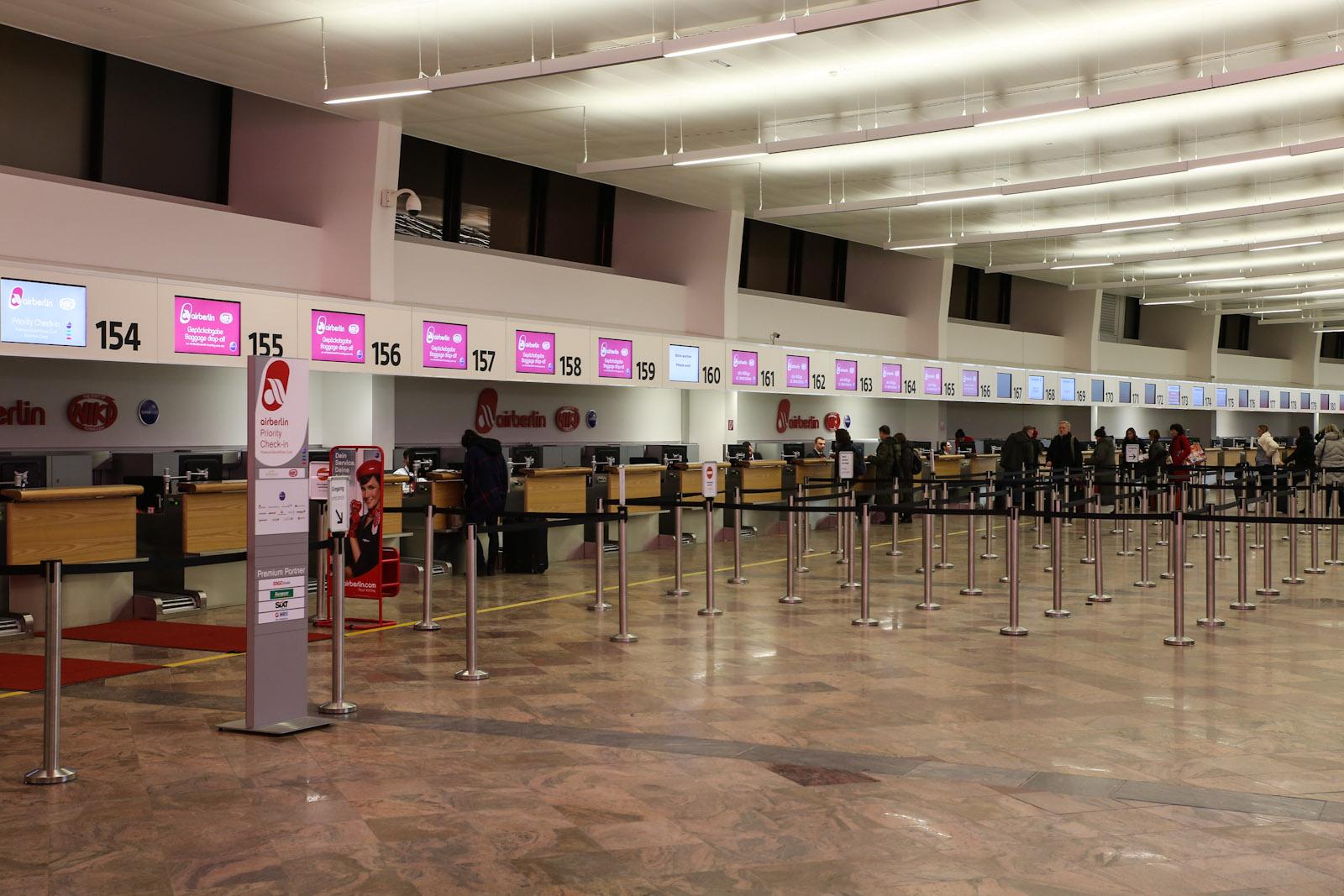 Стойки регистрации Air Berlin в терминале 1 аэропорта Вена Швехат