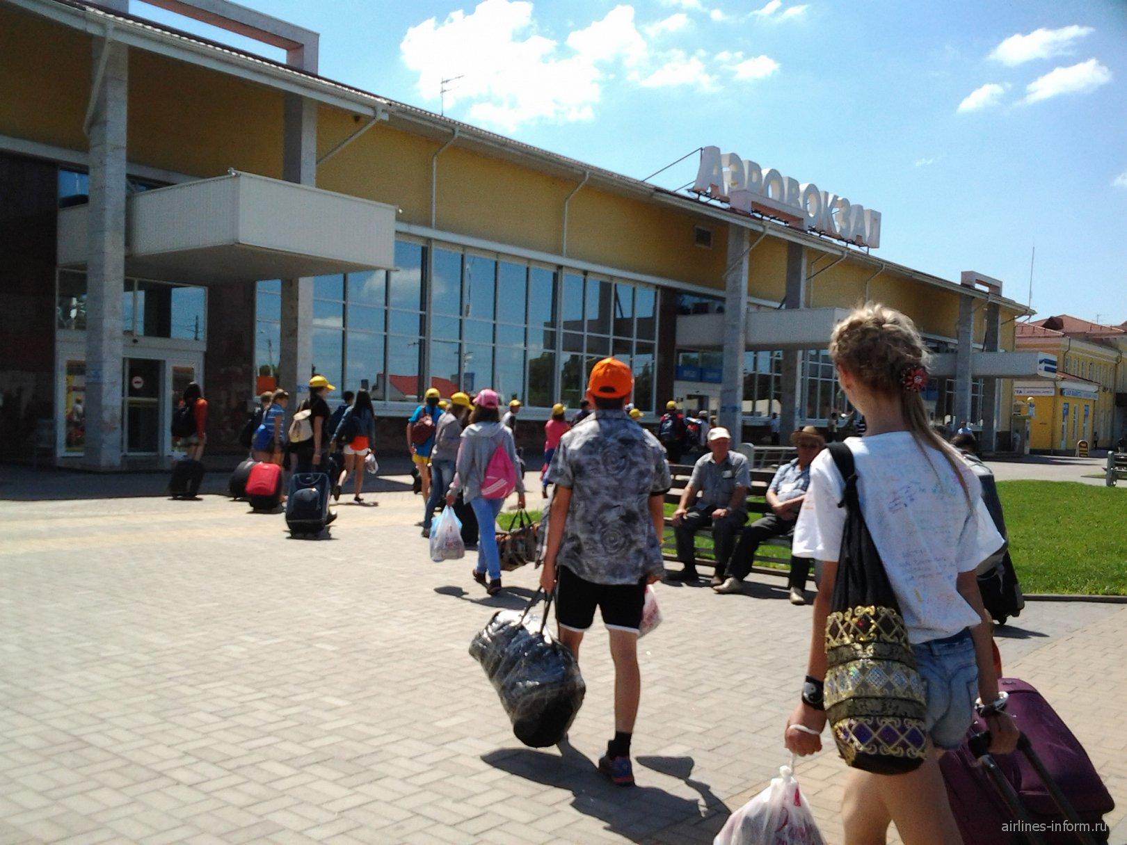 Зал получения багажа в аэропорту Краснодара