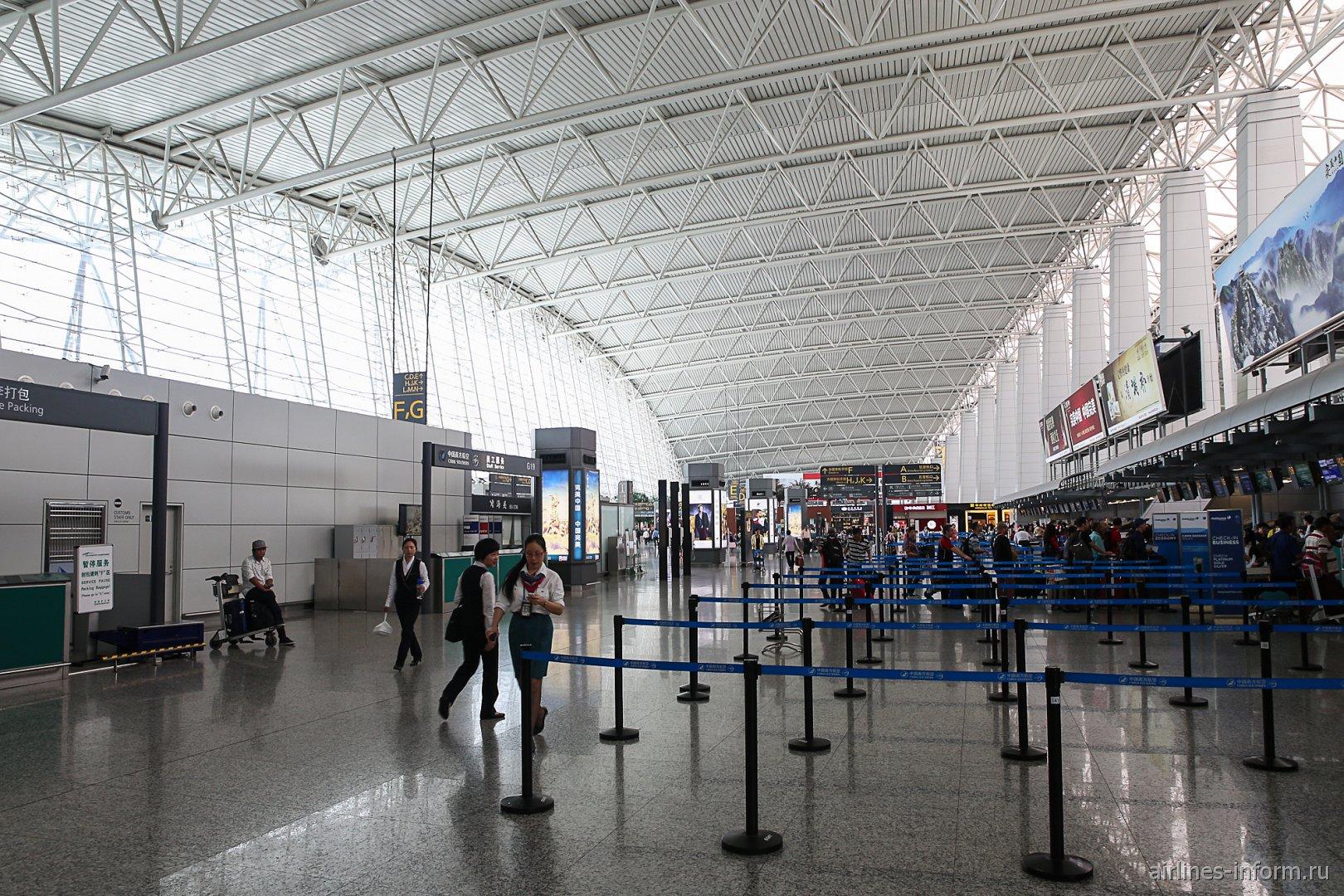 В пассажирском терминале аэропорта Гуанчжоу Байюнь