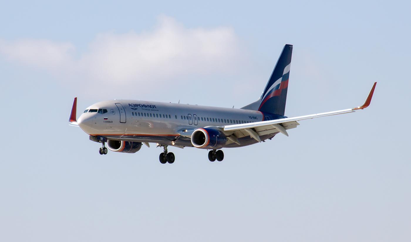 Боинг-737-800 VQ-BWC Аэрофлота садится в аэропорту Иркутск