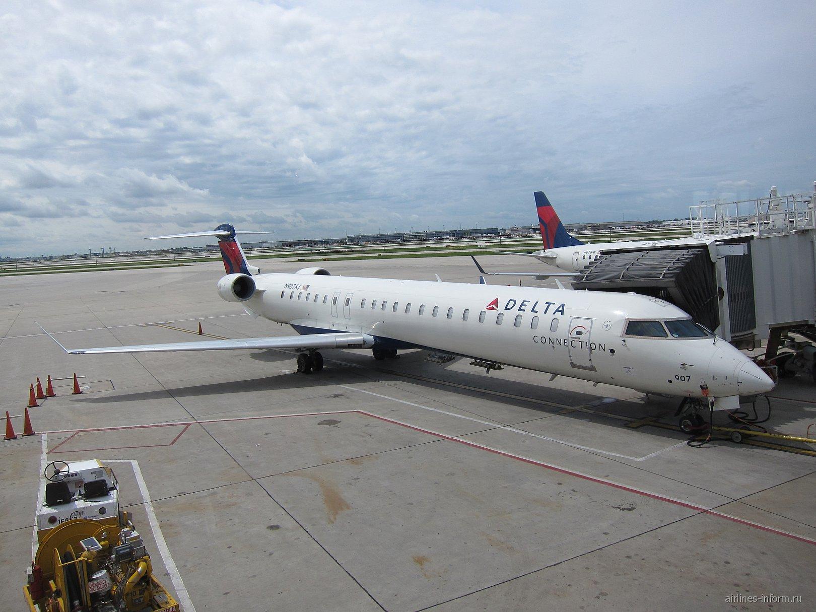 Самолет Bombardier CRJ900 авиакомпании Pinnacle Airlines