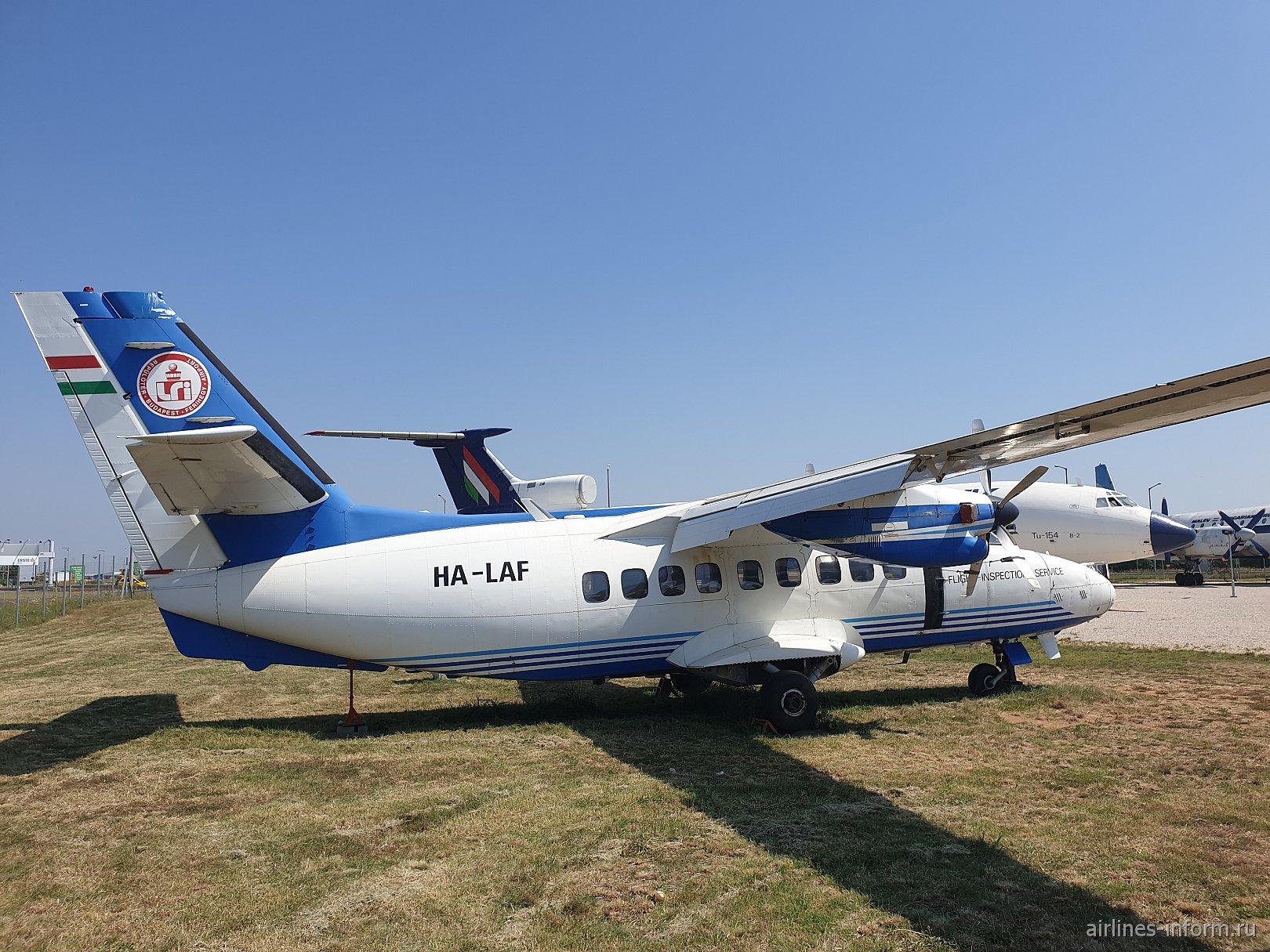 Самолет Let L-410 в авиационном музее аэропорта Будапешт